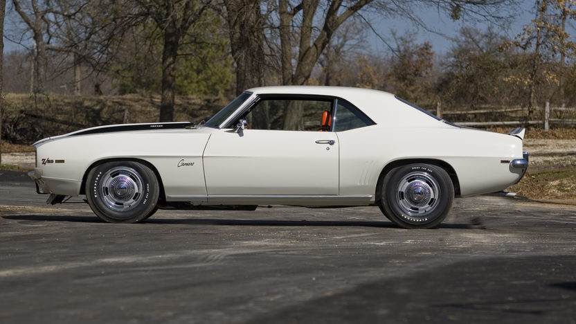 1969 Chevrolet Camaro Z28 Coupe 302/290 HP, 4-Speed presented as lot F234 at St. Charles, IL 2011 - image7