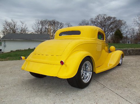 1933 Ford  Coupe 468 CI, Automatic presented as lot F250 at St. Charles, IL 2011 - image2