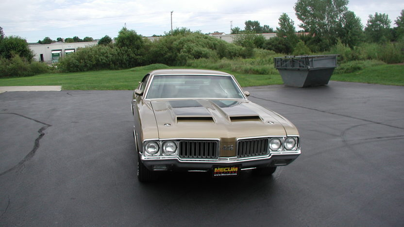 1970 Oldsmobile 442 W-30 455 CI, 4-Speed presented as lot S23 at St. Charles, IL 2011 - image2