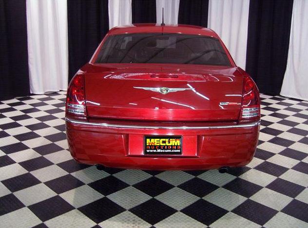 2008 Chrysler 300 SRT Sedan 5.7L HEMI, Automatic presented as lot S44 at St. Charles, IL 2011 - image2