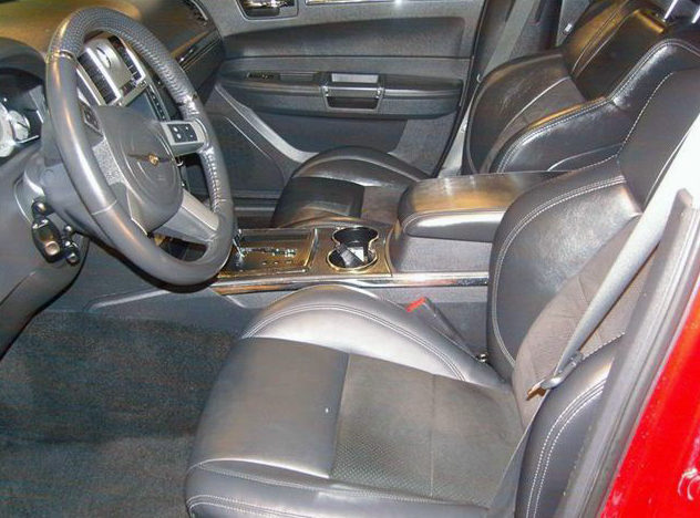 2008 Chrysler 300 SRT Sedan 5.7L HEMI, Automatic presented as lot S44 at St. Charles, IL 2011 - image6