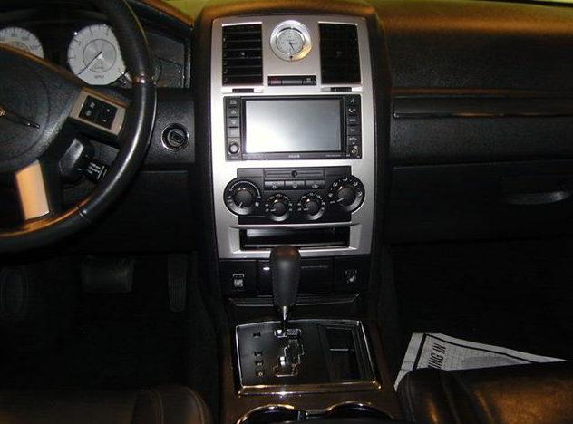 2008 Chrysler 300 SRT Sedan 5.7L HEMI, Automatic presented as lot S44 at St. Charles, IL 2011 - image7