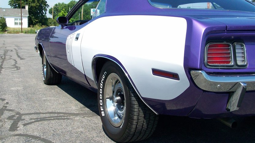 1971 Plymouth Barracuda 2-Door Hardtop 318 CI, Automatic presented as lot S59 at St. Charles, IL 2011 - image4