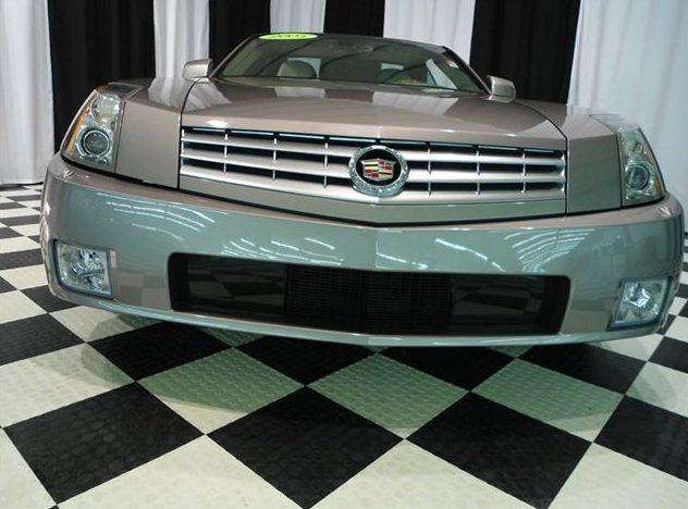 2005 Cadillac XLR Hardtop presented as lot S61 at St. Charles, IL 2011 - image2