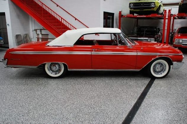 1962 Ford Galaxie Sunliner Convertible 352 CI, Automatic presented as lot S82 at St. Charles, IL 2011 - image4