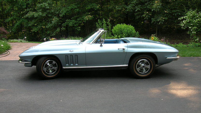 1966 Chevrolet Corvette Convertible 327/300 HP, 4-Speed presented as lot S98 at St. Charles, IL 2011 - image2