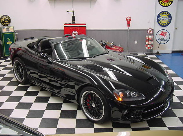 2003 Dodge Viper SRT/10 522/841 HP, 6-Speed presented as lot S111 at St. Charles, IL 2011 - image2