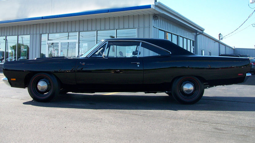 1969 Plymouth Hemi Road Runner 426 CI, 4-Speed presented as lot S141 at St. Charles, IL 2011 - image2