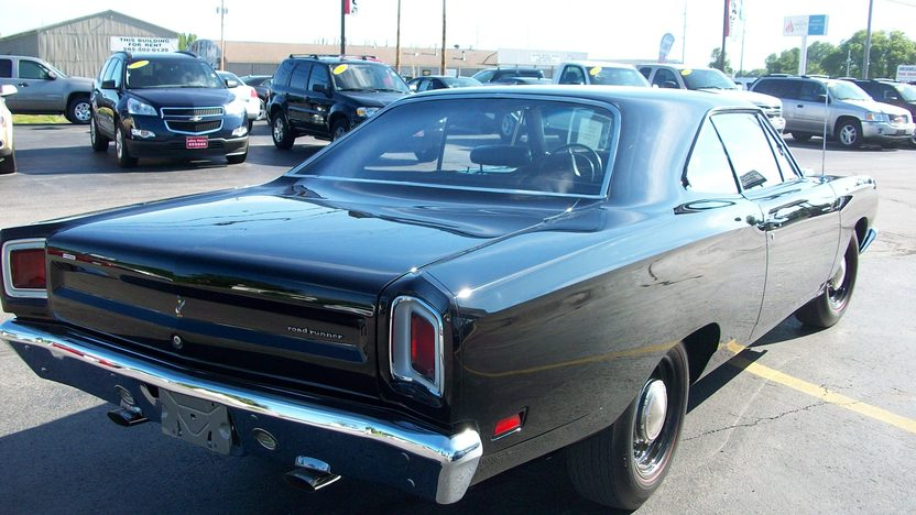1969 Plymouth Hemi Road Runner 426 CI, 4-Speed presented as lot S141 at St. Charles, IL 2011 - image3