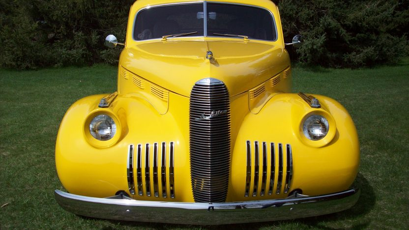 1940 LaSalle  Street Rod 4.6L, Automatic presented as lot S142 at St. Charles, IL 2011 - image2