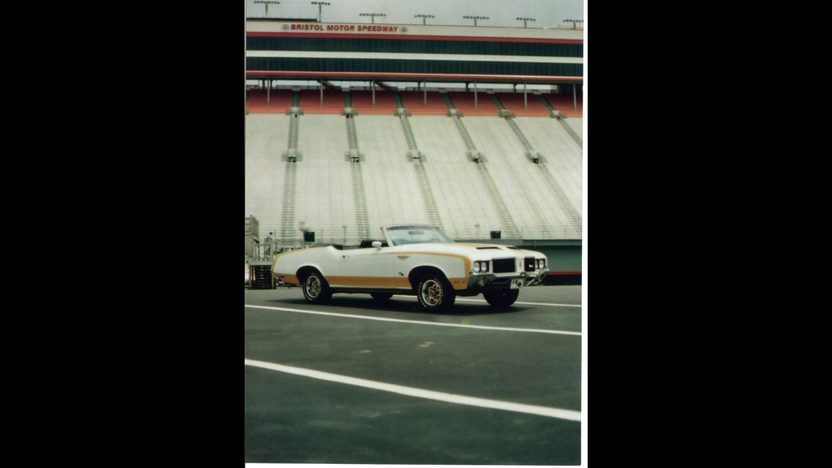 1972 Oldsmobile Hurst Pace Car Convertible 455 CI, Automatic presented as lot S220 at St. Charles, IL 2011 - image3