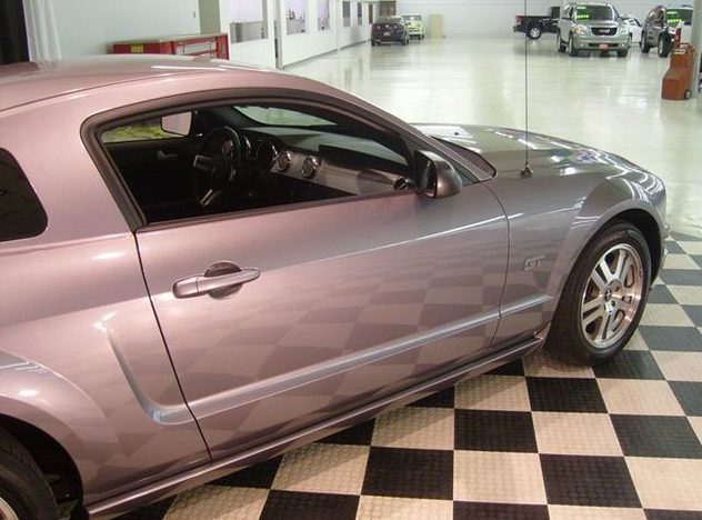 2006 Ford Mustang GT 4.6L, Automatic presented as lot U39 at St. Charles, IL 2011 - image2