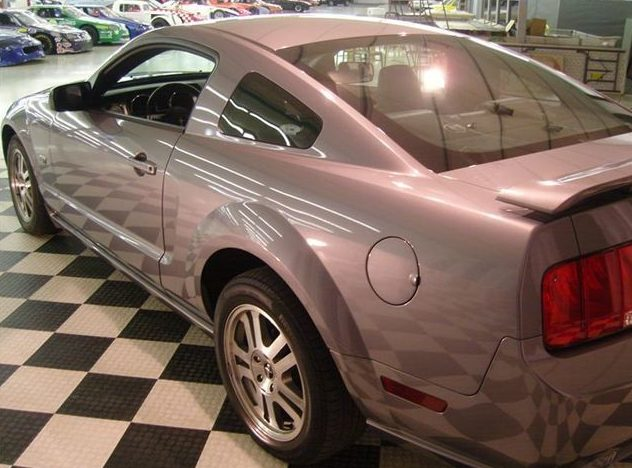 2006 Ford Mustang GT 4.6L, Automatic presented as lot U39 at St. Charles, IL 2011 - image4