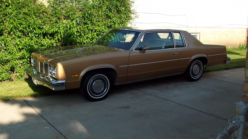 1977 Oldsmobile Delta 88 350 CI, Automatic presented as lot U48 at St. Charles, IL 2011 - image2