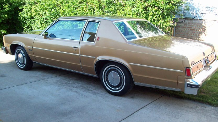 1977 Oldsmobile Delta 88 350 CI, Automatic presented as lot U48 at St. Charles, IL 2011 - image3