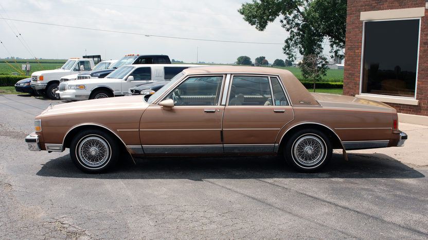 1987 Chevrolet Caprice 4-Door 305 CI, Automatic presented as lot U152 at St. Charles, IL 2011 - image2