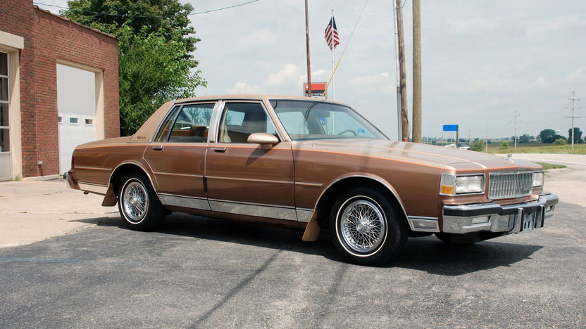 1987 Chevrolet Caprice 4-Door 305 CI, Automatic presented as lot U152 at St. Charles, IL 2011 - image3