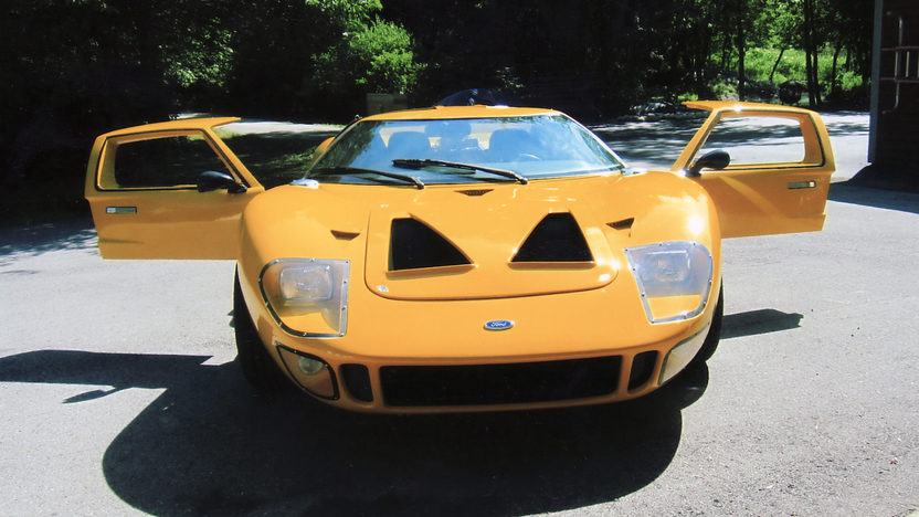 1966 Ford GT40 Replica 351/482 HP, 5-Speed presented as lot F289 at St. Charles, IL 2011 - image2