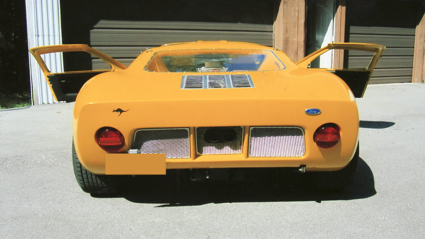 1966 Ford GT40 Replica 351/482 HP, 5-Speed presented as lot F289 at St. Charles, IL 2011 - image3