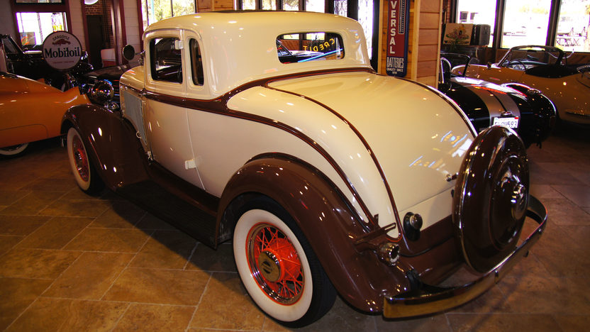 1933 Plymouth PD Coupe 189 CI, 3-Speed presented as lot U54 at St. Charles, IL 2011 - image2
