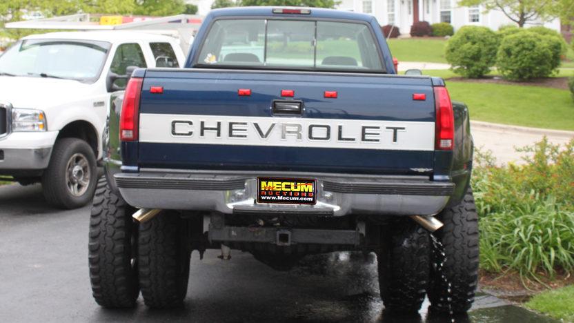 1994 Chevrolet Silverado Pickup 454 CI presented as lot U94 at St. Charles, IL 2011 - image2