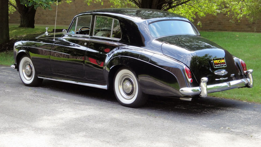 1965 Rolls-Royce Silver Cloud III 4-Door Sedan V-8, Automatic presented as lot U112 at St. Charles, IL 2011 - image2