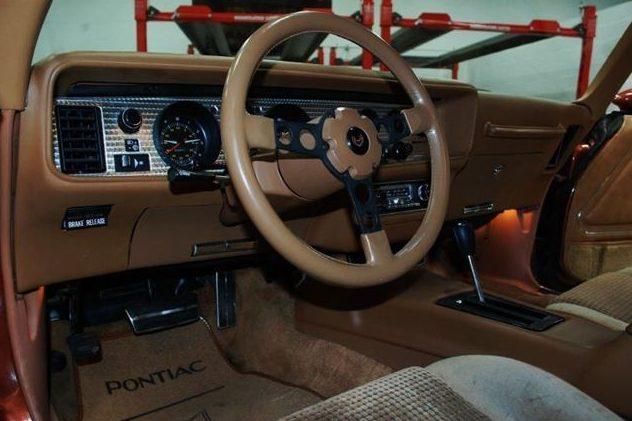 1980 Pontiac Firebird Formula 4.9L, Automatic presented as lot U123 at St. Charles, IL 2011 - image6