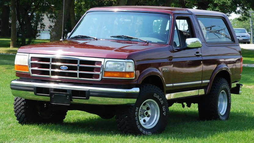 1996 Ford Bronco Xlt 5.8L, Automatic presented as lot U125 at St. Charles, IL 2011 - image3