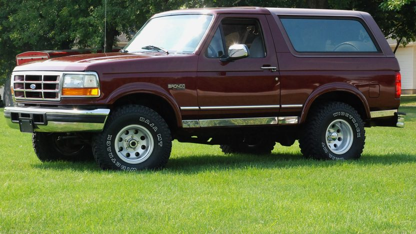 1996 Ford Bronco Xlt 5.8L, Automatic presented as lot U125 at St. Charles, IL 2011 - image4