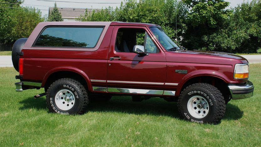 1996 Ford Bronco Xlt 5.8L, Automatic presented as lot U125 at St. Charles, IL 2011 - image6