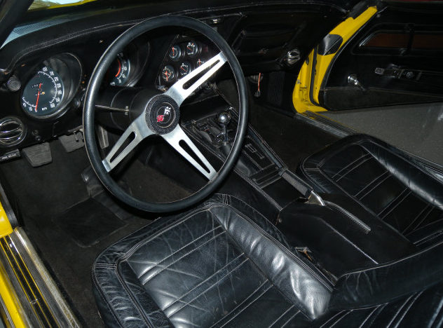 1972 Chevrolet Corvette Convertible 350 CI, 4-Speed presented as lot F111 at St. Charles, IL 2011 - image3