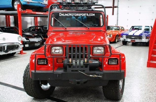 1991 Jeep Wrangler Renegade 4.0L, 5-Speed presented as lot S125 at St. Charles, IL 2011 - image4
