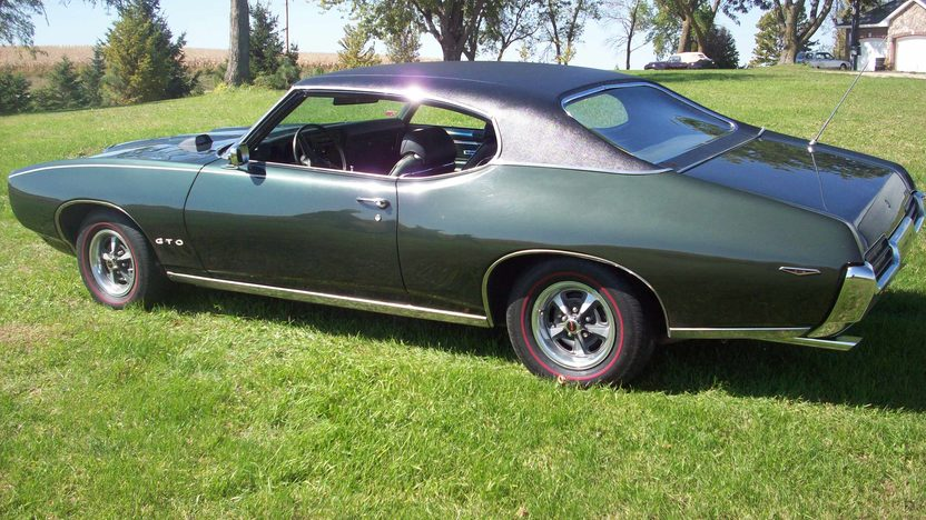 1969 Pontiac GTO 400/350 HP, Automatic presented as lot S131 at St. Charles, IL 2011 - image2