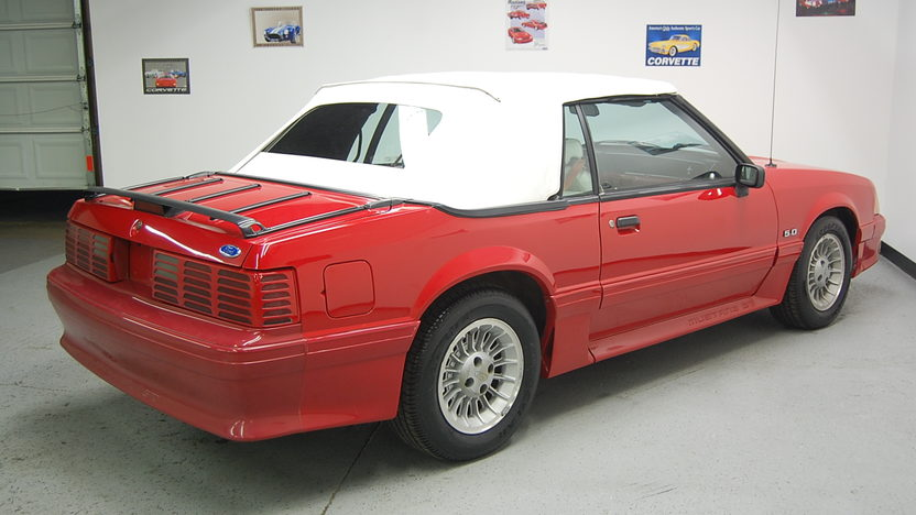 1991 Ford Mustang GT Convertible presented as lot T106 at St. Charles, IL 2011 - image2