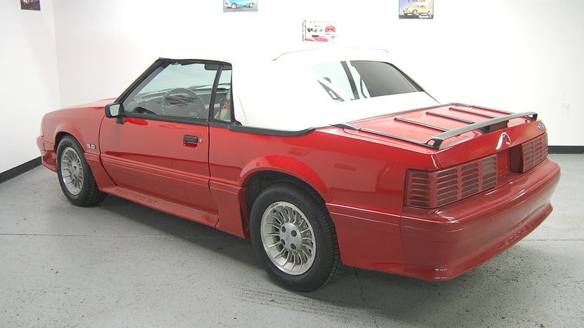 1991 Ford Mustang GT Convertible presented as lot T106 at St. Charles, IL 2011 - image3