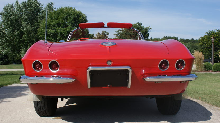 1962 Chevrolet Corvette 327/300 HP, 4-Speed presented as lot F267 at St. Charles, IL 2011 - image4