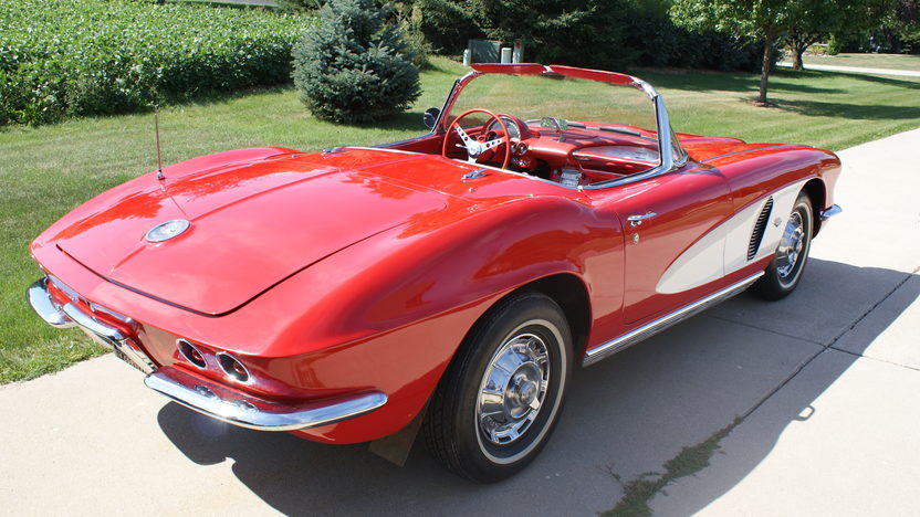 1962 Chevrolet Corvette 327/300 HP, 4-Speed presented as lot F267 at St. Charles, IL 2011 - image6
