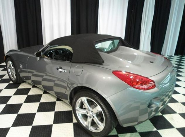 2006 Pontiac Solstice Convertible presented as lot T195.1 at St. Charles, IL 2011 - image3