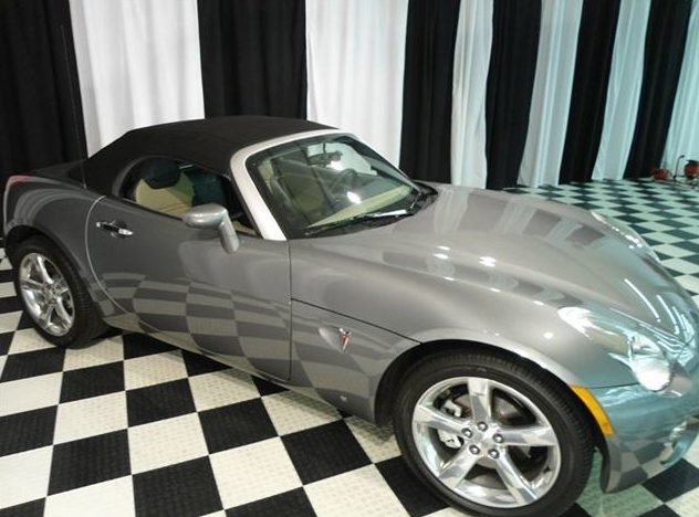 2006 Pontiac Solstice Convertible presented as lot T195.1 at St. Charles, IL 2011 - image8
