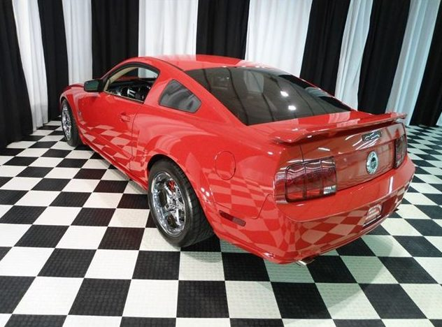 2005 Ford Mustang GT Coupe presented as lot T60 at St. Charles, IL 2011 - image3