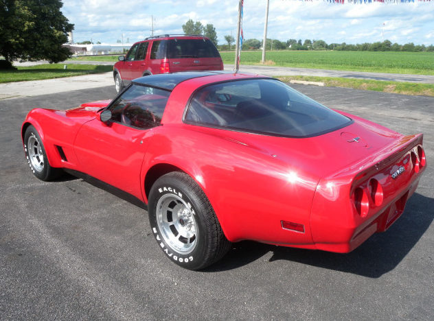 1982 Chevrolet Corvette 350 CI, Automatic presented as lot T135 at St. Charles, IL 2011 - image2