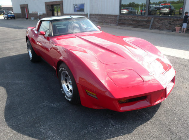 1982 Chevrolet Corvette 350 CI, Automatic presented as lot T135 at St. Charles, IL 2011 - image7