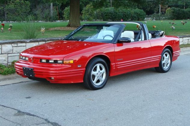1994 Oldsmobile Cutlass Convertible 3.4L, Automatic presented as lot T225.1 at St. Charles, IL 2011 - image3