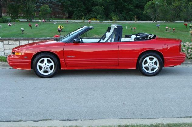 1994 Oldsmobile Cutlass Convertible 3.4L, Automatic presented as lot T225.1 at St. Charles, IL 2011 - image4