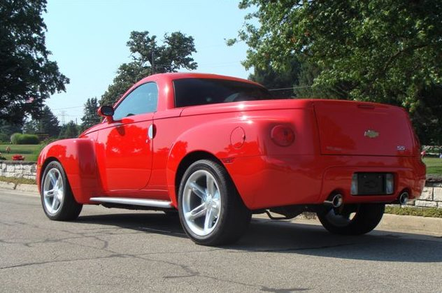 2003 Chevrolet SSR presented as lot S150.1 at St. Charles, IL 2011 - image3