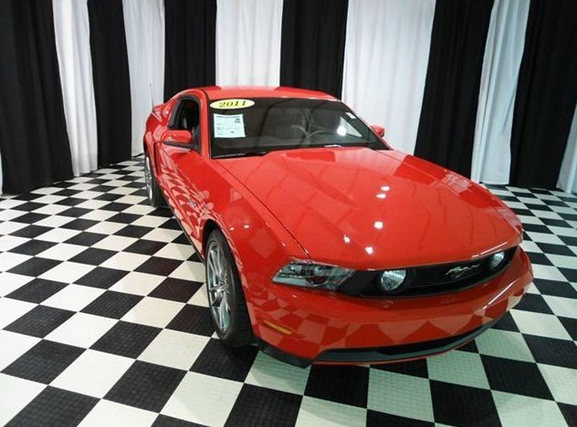 2011 Ford Mustang Coupe 6-Speed presented as lot U121.1 at St. Charles, IL 2011 - image2