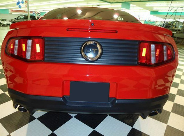 2011 Ford Mustang Coupe 6-Speed presented as lot U121.1 at St. Charles, IL 2011 - image3