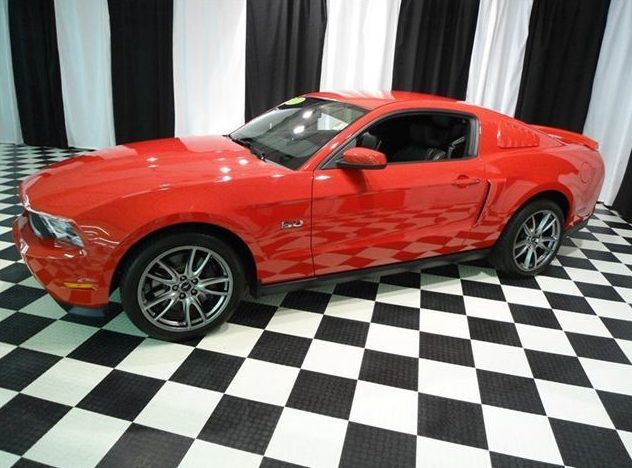 2011 Ford Mustang Coupe 6-Speed presented as lot U121.1 at St. Charles, IL 2011 - image8