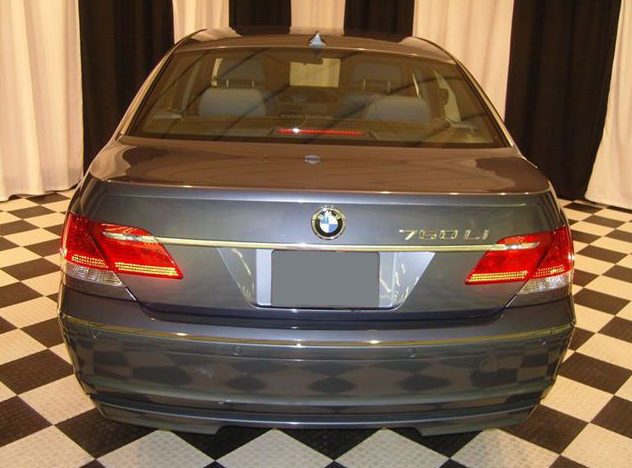 2006 BMW 750li Sedan presented as lot U126.1 at St. Charles, IL 2011 - image4
