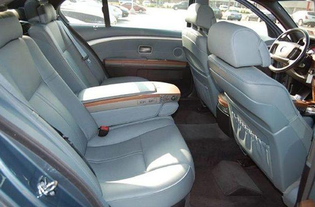 2006 BMW 750li Sedan presented as lot U126.1 at St. Charles, IL 2011 - image7